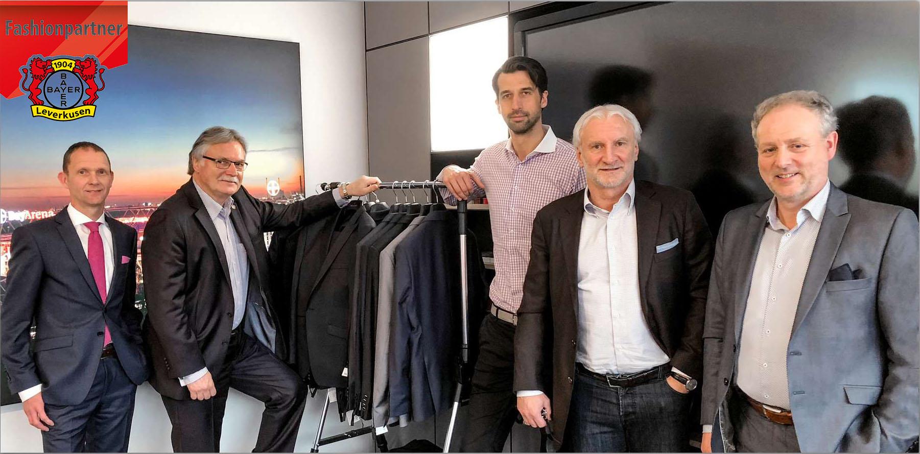 A képen: Thorsten Seifert (WILVORST - beszerzési vezető), Michael Schade (Bayer 04- gazdasági igazgató), Jonas Boldt (Bayer 04- sportigazgató), Rudi Völler (Bayer 04 - ügyvezető igazgató), Andreas Wolf (WILVORST - ügyvezető igazgató)